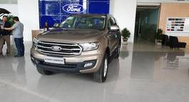 CHỈ CÒN  MỘT XE FORD EVEREST AT GIẢM 117TR